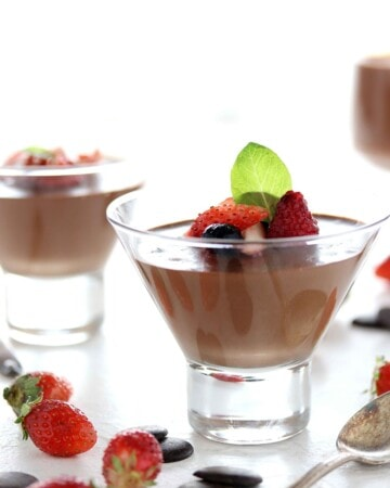 Keto Chocolate Mousse - My PCOS Kitchen - This sugar free chocolate mousse is made with erythritol and stevia!